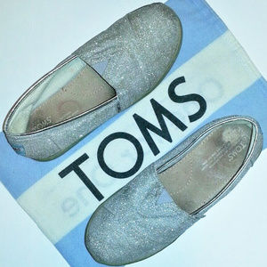 Toms Shoes - TOMS 8.5/Y6 SILVER GLIMMER SLIP-ON FLATS/DUST BAG